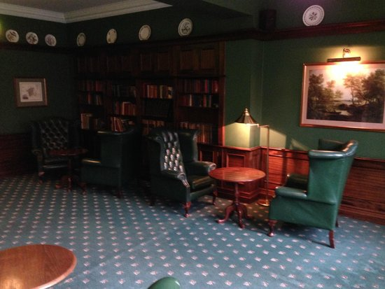 Fownes Hotel: Library