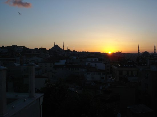 Neorion Hotel: Sunset on the roof