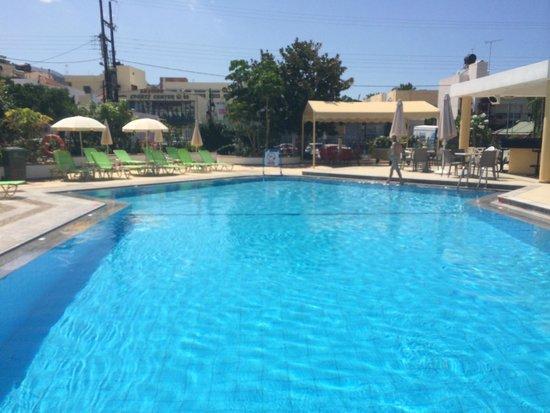 Malia Holidays : Pool with bar