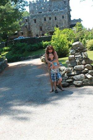 Gillette Castle State Park: Front grounds of castle