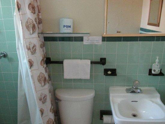 Pelican Post Motel: Suite 2  bathroom