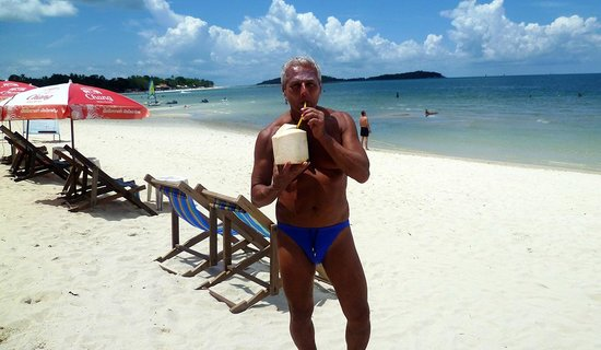 Chaweng Noi Beach: young  coconut il dissetante principe