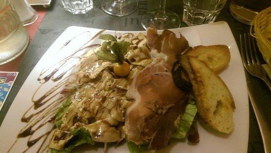 Le Dolce Italia: Entrée carpaccio de foie gras et jambon cru excellent.