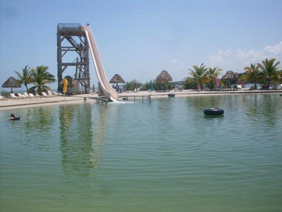 Cucumber Beach : Just look at water Algae Green.
