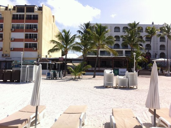 Holland House Beach Hotel: view of the Hotel from Beach