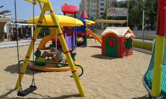 Hotel Alexander: giochi in spiaggia