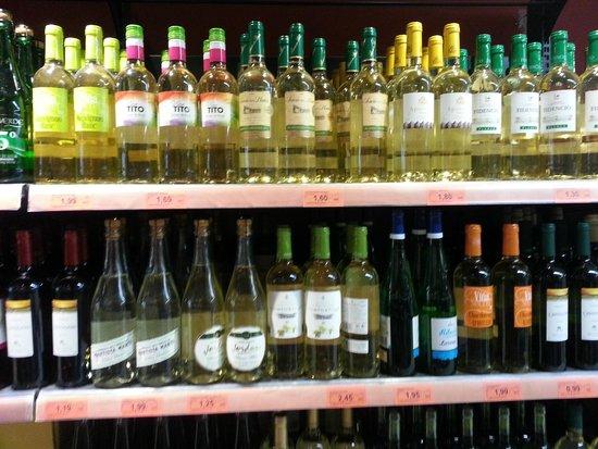 4R Playa Park : Вино в магазинах