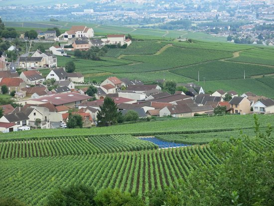 Royal Champagne : Autre vue sur le village