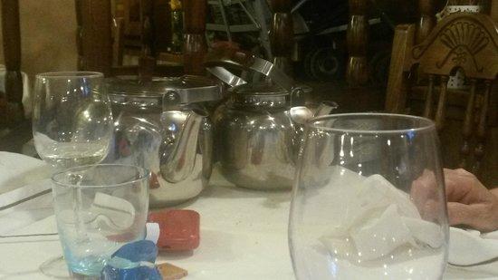 Casa Maragata: Bonitas teteras (de café y leche)