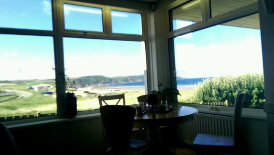 Beach House B&B: Breakfast view