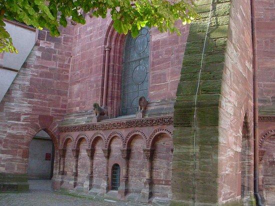 Basler Münster: tijolos rosados