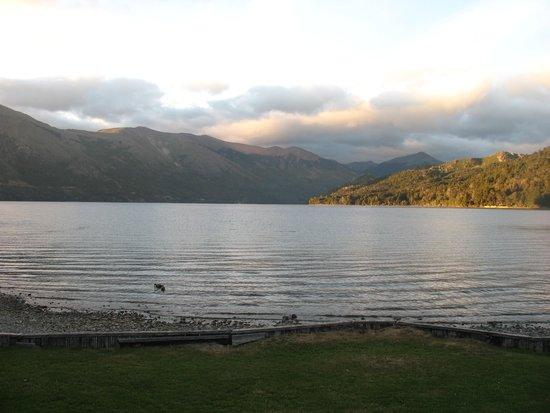 Hosteria El Retorno: The Lake at Sunset