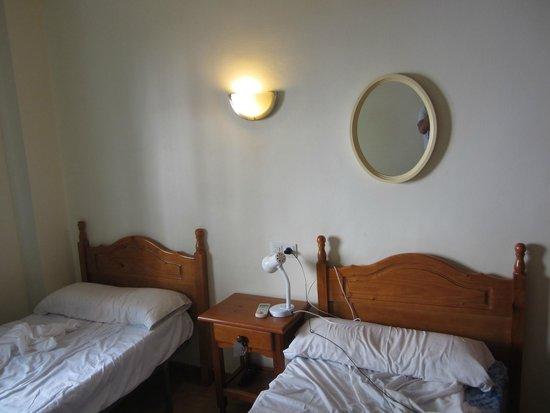 Hotel Hostal Marbella: Habitación