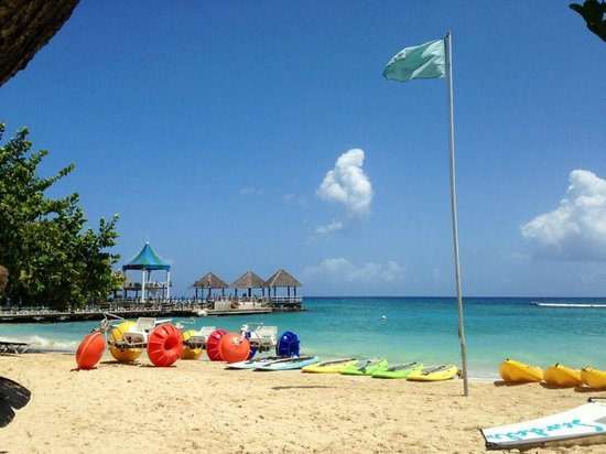Sandals Ochi Beach Resort: Sandals Activities on beach (snorkeling, sailing, aqua trike)