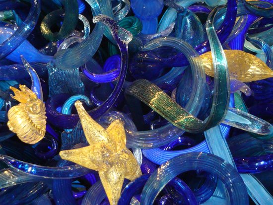 Chihuly Garden and Glass : TALL HANGING PIECE WITH SEA LIFE...STARFISH, SEA URCHINS, SHELLS, ETC.