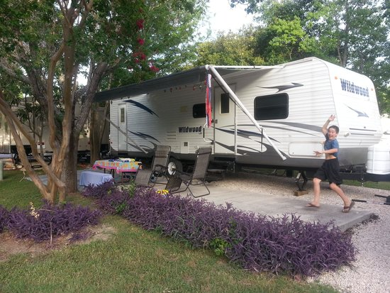 Hill Country Cottage and RV Resort: Lower Park Back-In Site