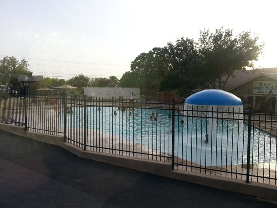 Hill Country Cottage and RV Resort : Outdoor Pool