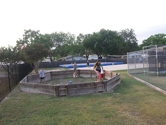 Hill Country Cottage and RV Resort: Gaga Pit