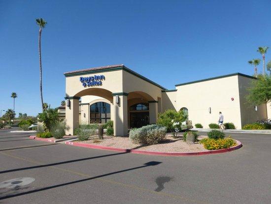 Days Inn & Suites Scottsdale North : Vorfahrt und Haupteingang