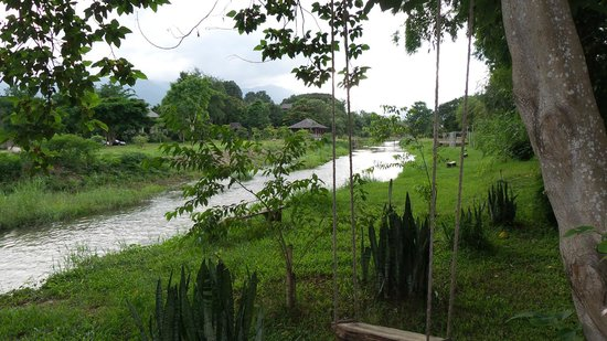 Baan Pai Riverside: beautiful greenery on the banks of the River Pai, to relax in & enjoy the peace & nature