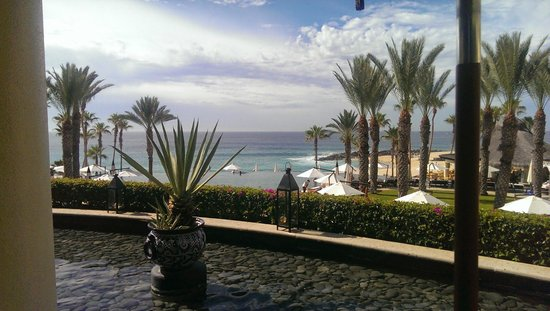 Hilton Los Cabos Beach & Golf Resort : View of ocean from pool area