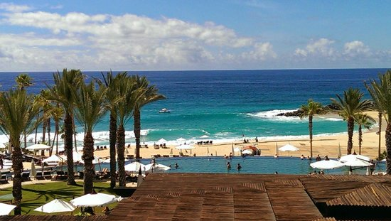 Hilton Los Cabos Beach & Golf Resort : Ocean and pool view from restaurant area