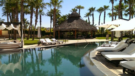 Hilton Los Cabos Beach & Golf Resort: Pool and jacuzzi (under hut) on east side of resort