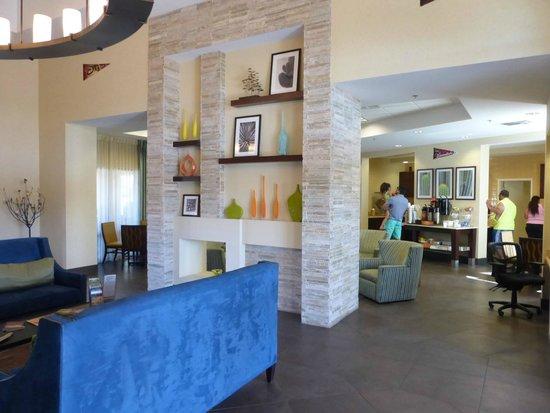 Days Inn & Suites Scottsdale North: Lobby
