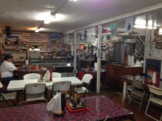 Suire's Grocery : Seat yourself