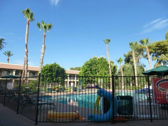 Days Inn & Suites Scottsdale North: Poolbereich