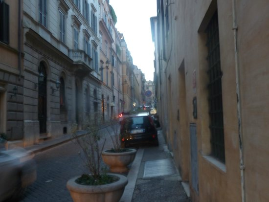 Barocco Hotel: side street