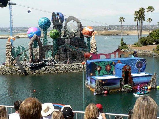 SeaWorld San Diego : Circque de la Mer is very interactive. Amazing gymnasts.