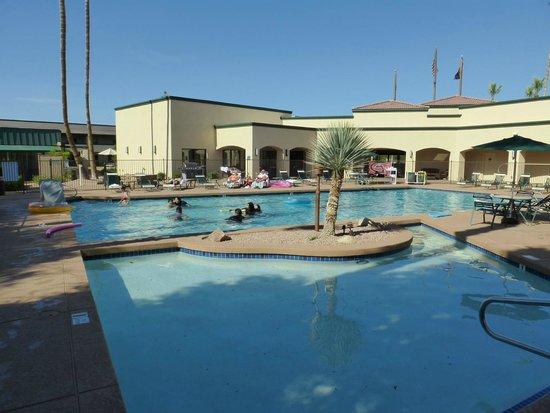 Days Inn & Suites Scottsdale North: Pool
