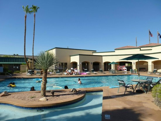 Days Inn & Suites Scottsdale North: Pool