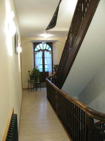 Hotel La Montagne Fleurie : couloir premier étage