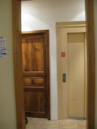 Hotel La Montagne Fleurie : ascenseur