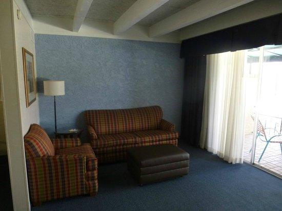 Days Inn & Suites Scottsdale North: Sitzecke im Suite/Doppelzimmer im Verde Building