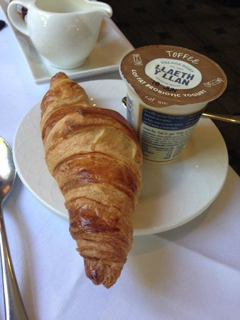 The Moat House : Fresh croissant and sumptuous toffee yoghurt