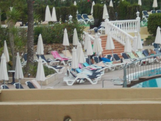 AluaSoul Ibiza: Towels on sunbeds at 6.30am in the morning!