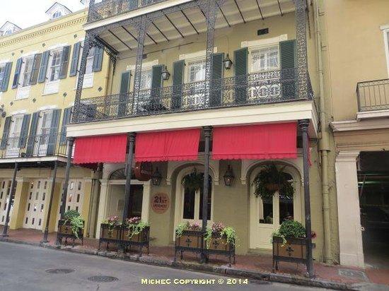 Hotel Mazarin: Onsite bar
