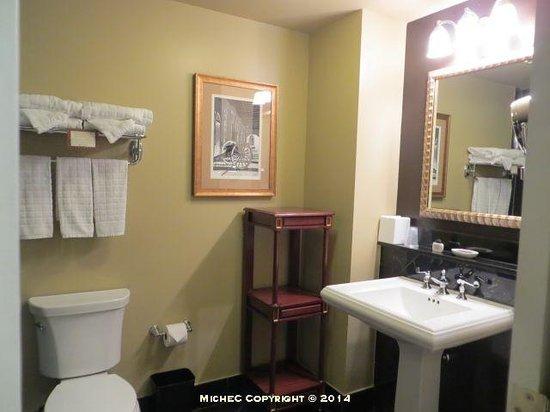 Hotel Mazarin: bathroom