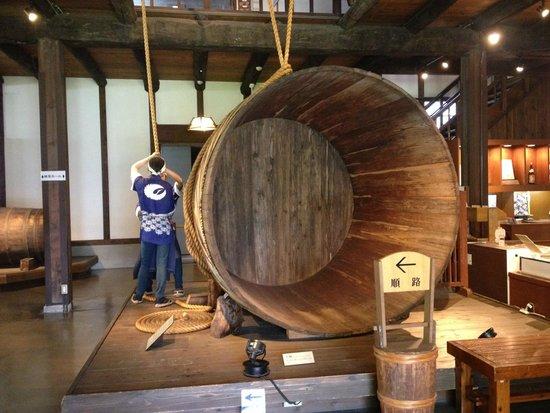 Hakutsuru Sake Brauereimuseum: display of part of the process of brewing sake