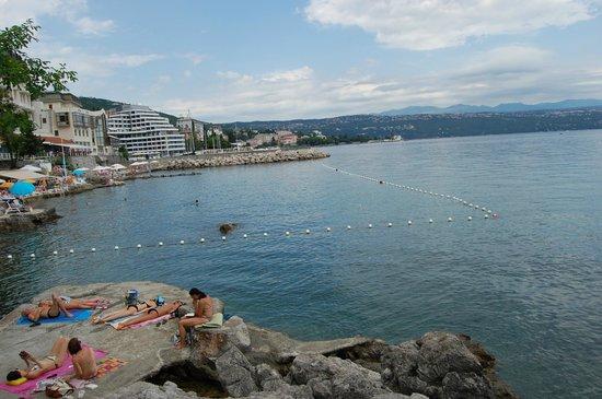 Grand Hotel Adriatic: Beach