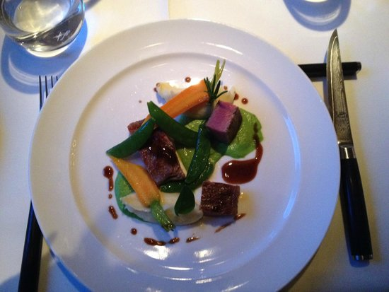 Talvo by Dalsass: Beef entrecôte from Galicia,pea puree, 30 years old Balsamico
