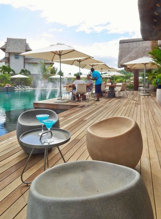 The Coral Tree Restaurant: Signature cocktail by the pool makes everything perfect
