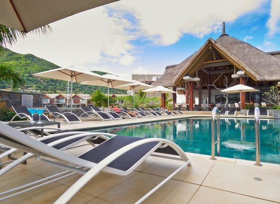 The Coral Tree Restaurant: Poolside surrounded by magnificent views
