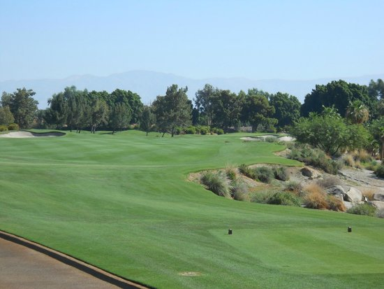 Indian Wells Golf Resort: Dog leg right