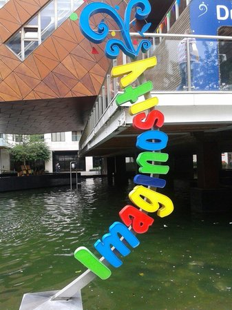 Imaginosity: Nice sign..brightens even a rainy day