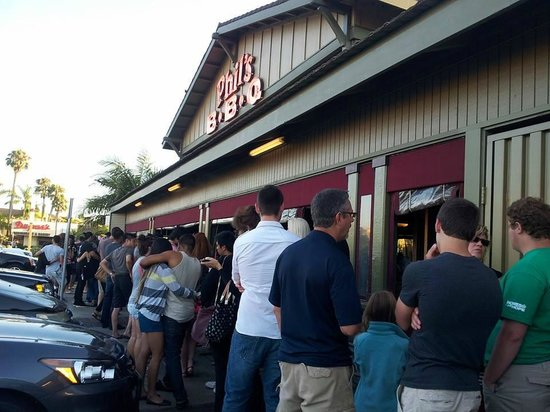 long line at Phil's BBQ