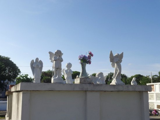 Key West Cemetery: Angels watching over the departed